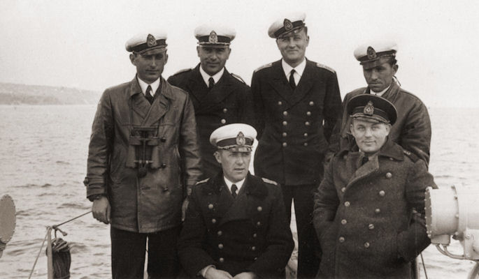 bg-naval-officers