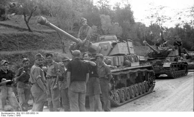 pzdiv-16-panzer4-italy-resting