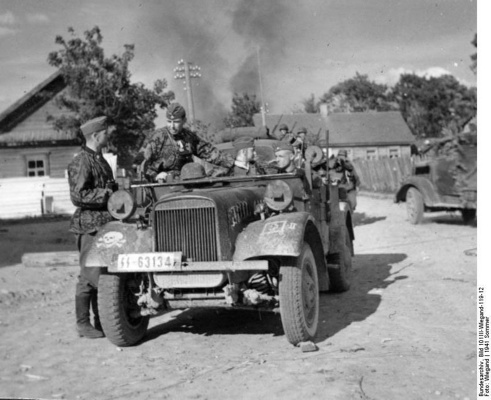 wss-3-mot-column-village-june1941